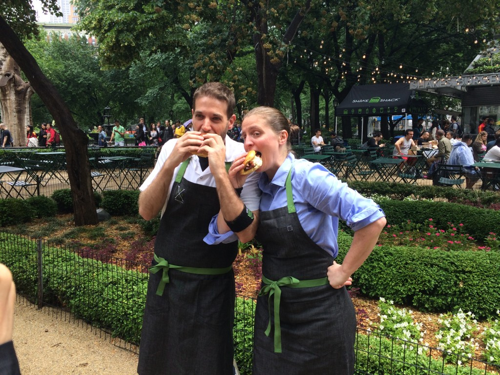 april bloomfield eats a breslin burger at shake shack