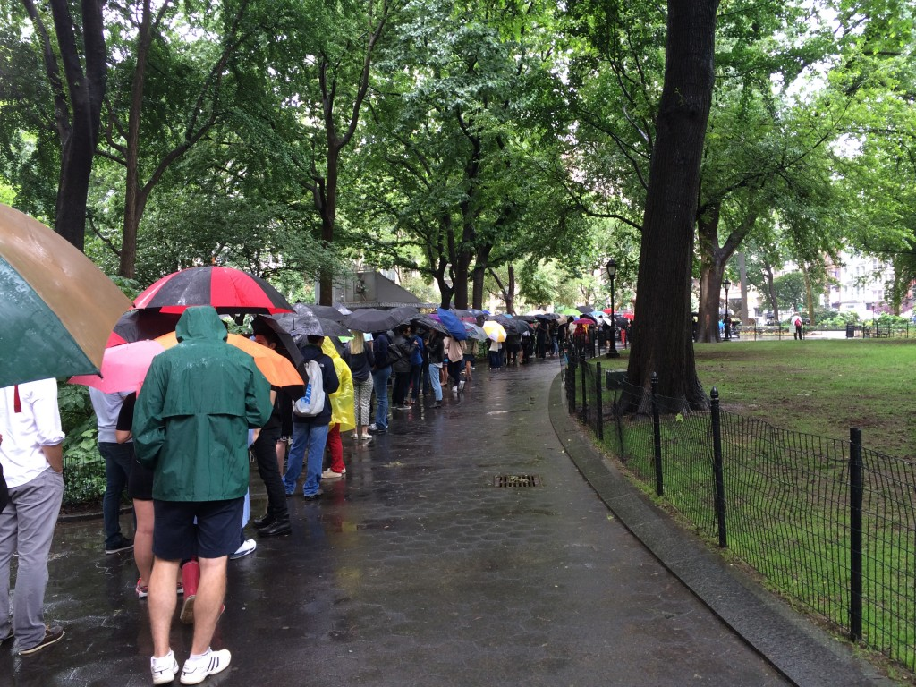 shake shack line in the rain