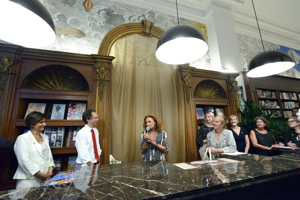 diane von furstenberg speaks at rizzoli